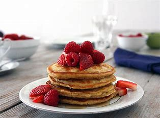 OATMILK PANCAKES WITH BERRIES